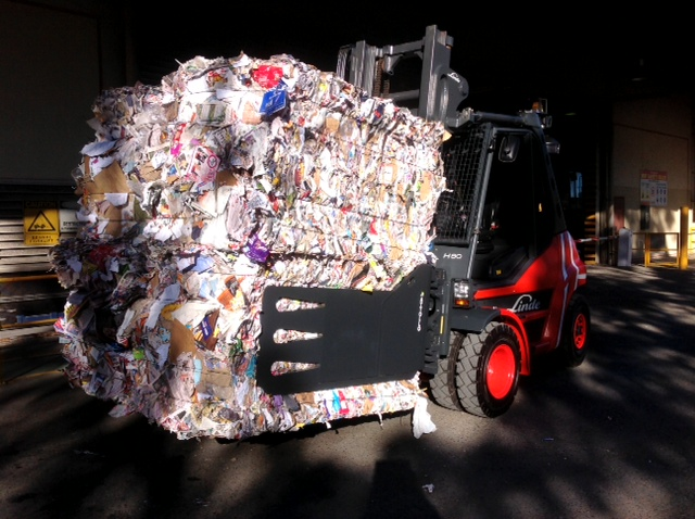 Paper Recycling clamp handling bales