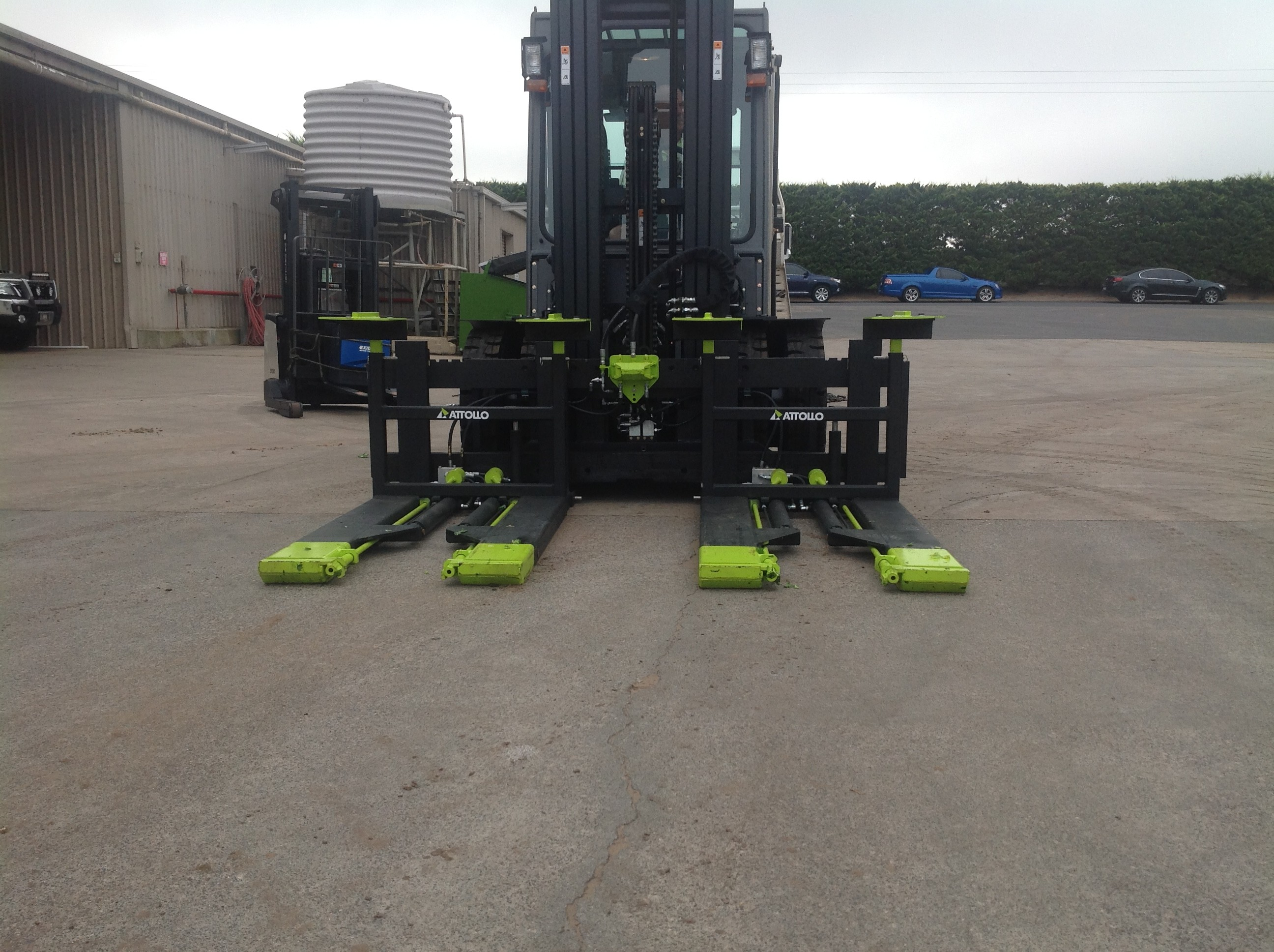 Kaup Dual forward bin tipper